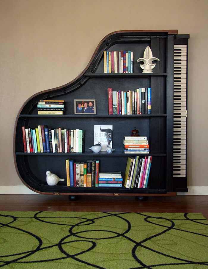 Knižnica zo starého klavíra