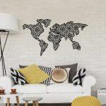 Čierna kovová nástenná dekorácia The World Is Mine, 120×64 cm