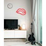 Červená nástenná svietiaca dekorácia Candy Shock Biting Lips